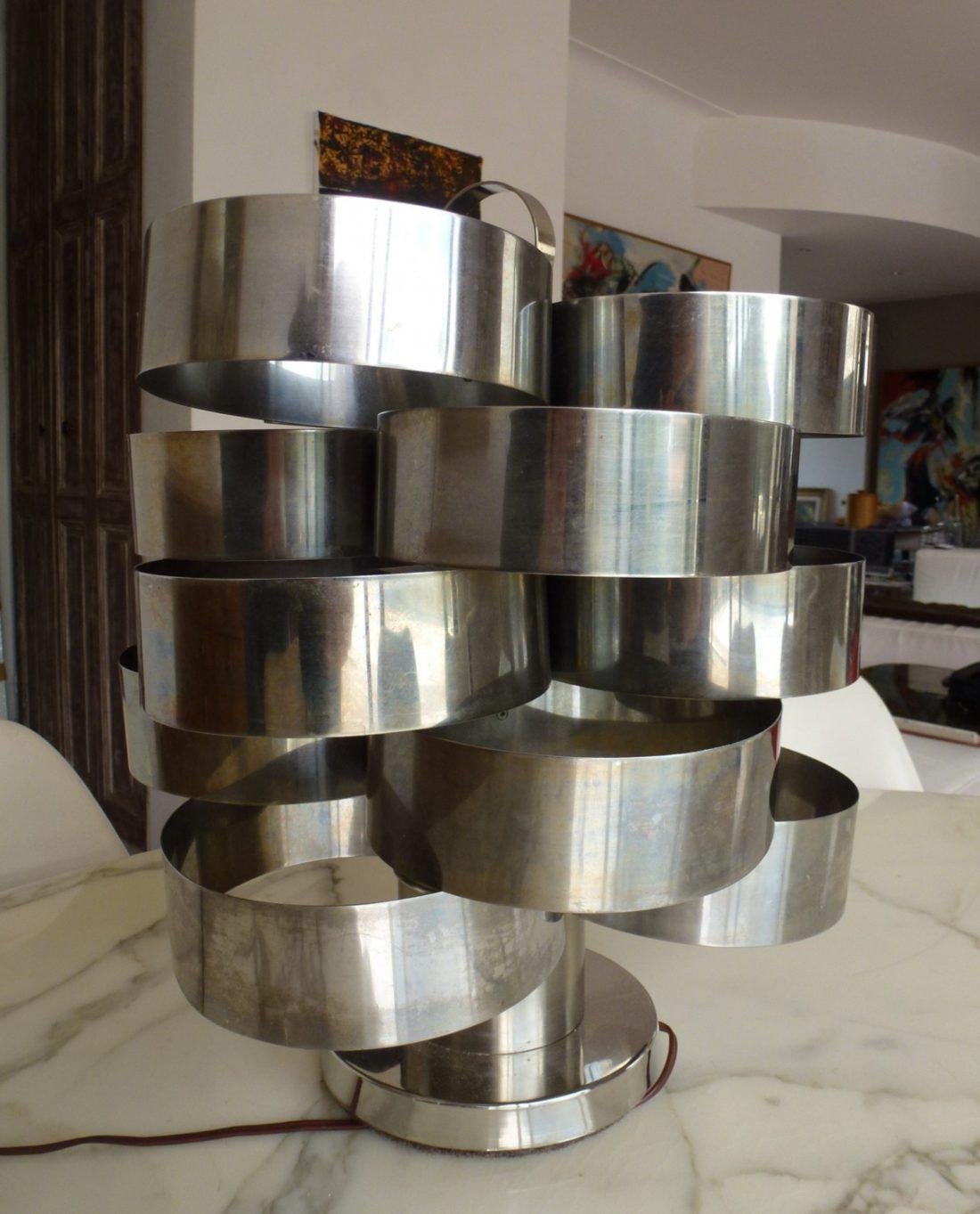 lampe à poser de Max Sauze, modèle rare, faite de lames d'aluminium, en très bon état