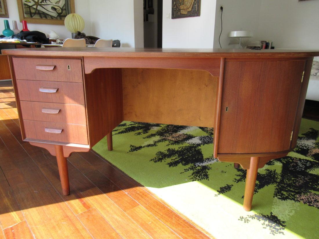 l 39 attrape coeur bureau en teck attribu au danois kai kristiansen nombreuses astuces pour ranger. Black Bedroom Furniture Sets. Home Design Ideas