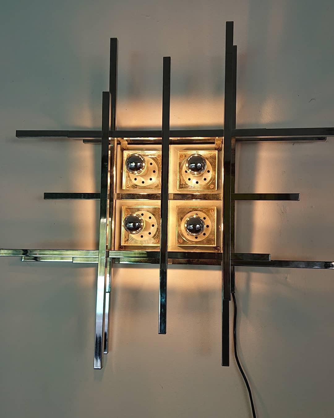 applique carrée design en métal